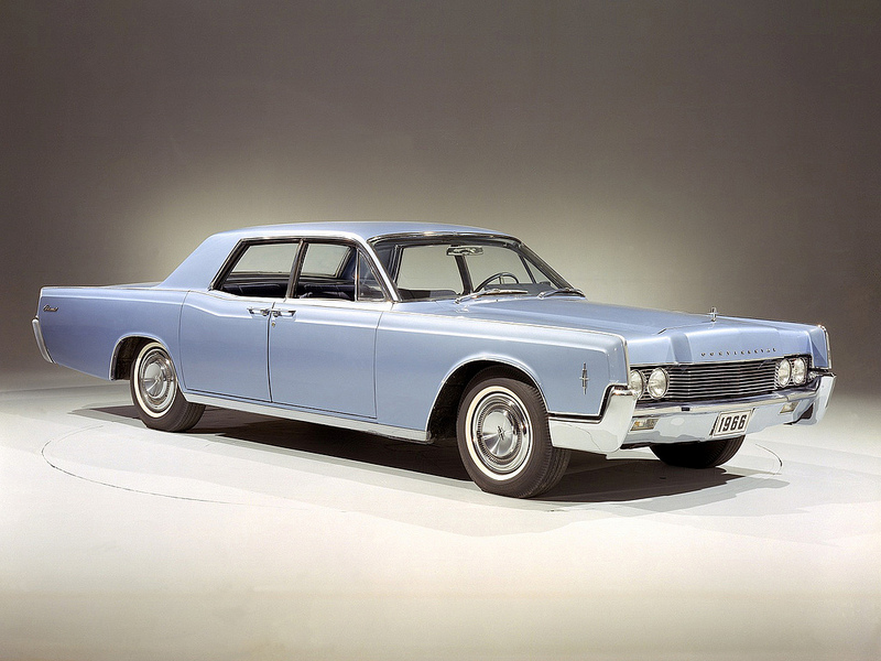 Lincoln Continental 1966 года